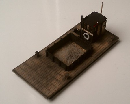 O Scale (1:48) Motorized Scow (with Crow River A-442 Clam-Shell Bucket)